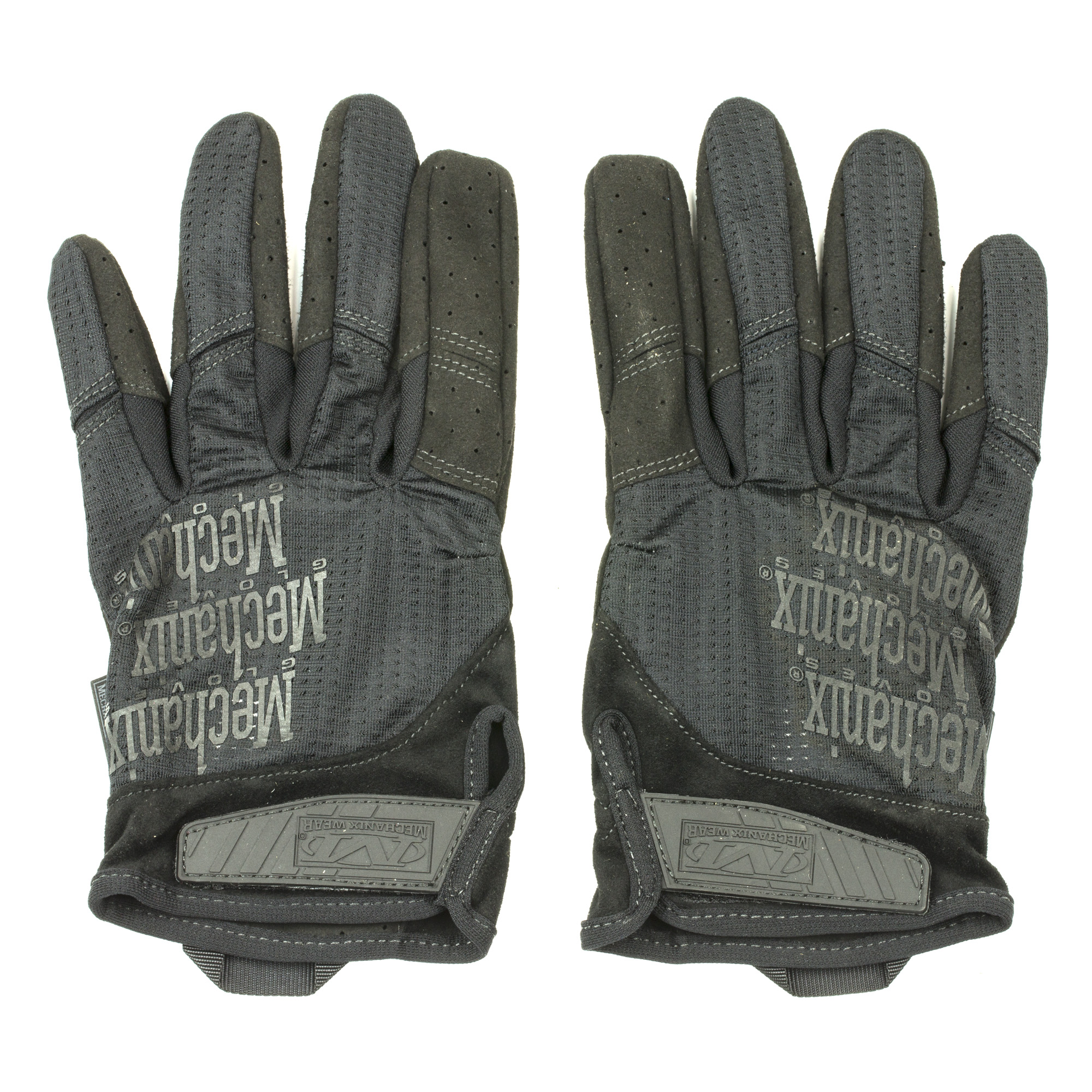 Beat the heat wherever your mission takes you. Extremely hot or humid conditions can cause sweaty hands leading to the loss of valuable control in the field. Specialty Vent Covert shooting gloves provide evaporate cooling when the heat is on with a fully ventilated design. Breathable mesh combines with a perforated 0.6mm palm to allow cool air in and circulate throughout the glove. Specialty Vent shooting gloves feature perforated trigger fingers and touchscreen capability so you're always connected in the field.